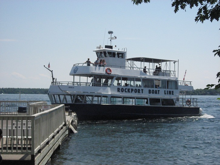 Thousand Islands tour boat