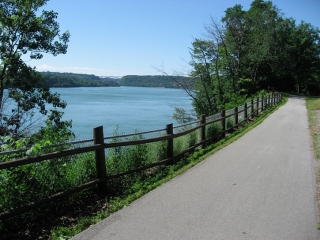 bicycle path Niagara-on-the-Lake and  Niagara Falls