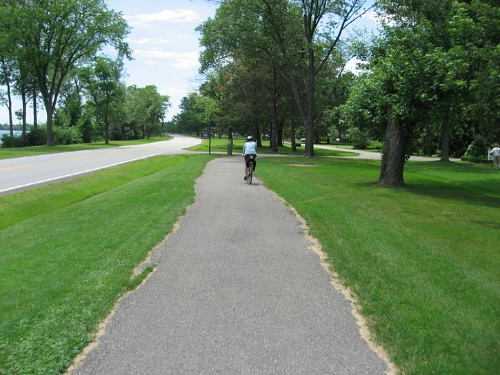 bike path between Niagara Falls and Fort Erie