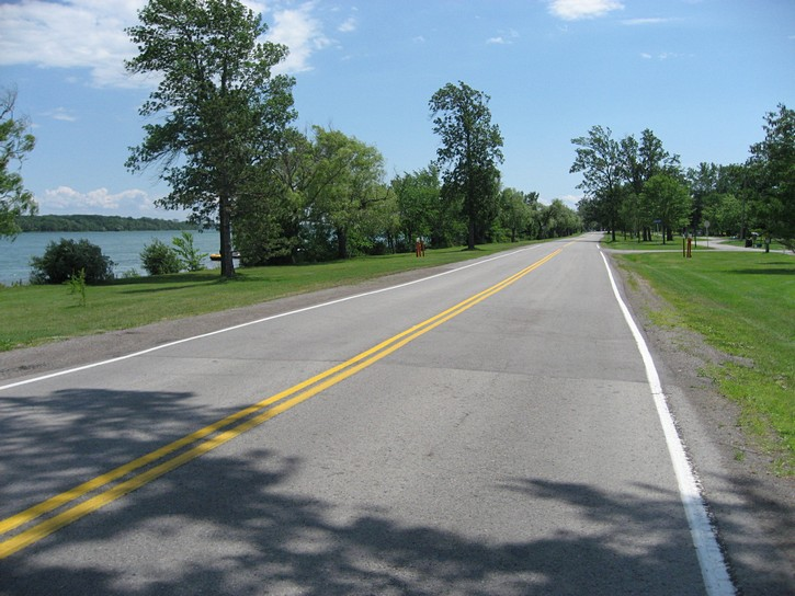 Niagara Parkway between Niagara Falls and Fort Erie