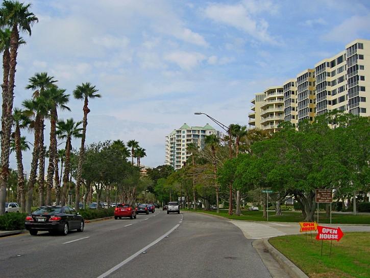 six lane road in Sarasota