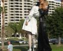25-foot tall statue of a WW II sailor kissing a nurse