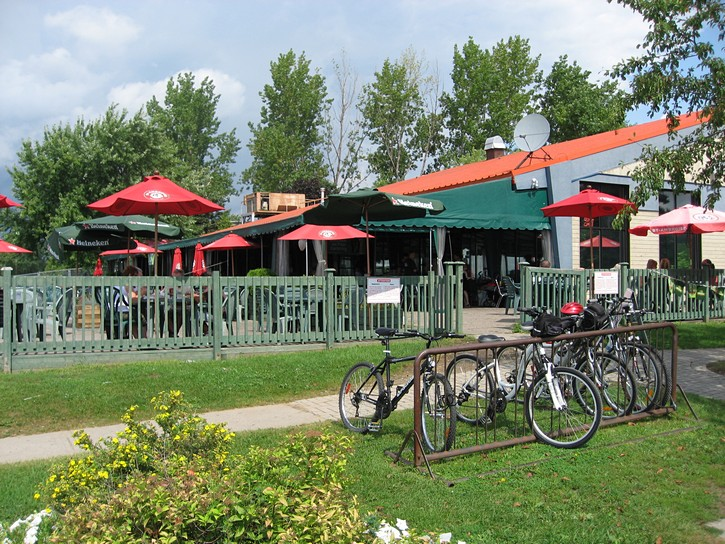 Aylmer Marina bar/restaurant