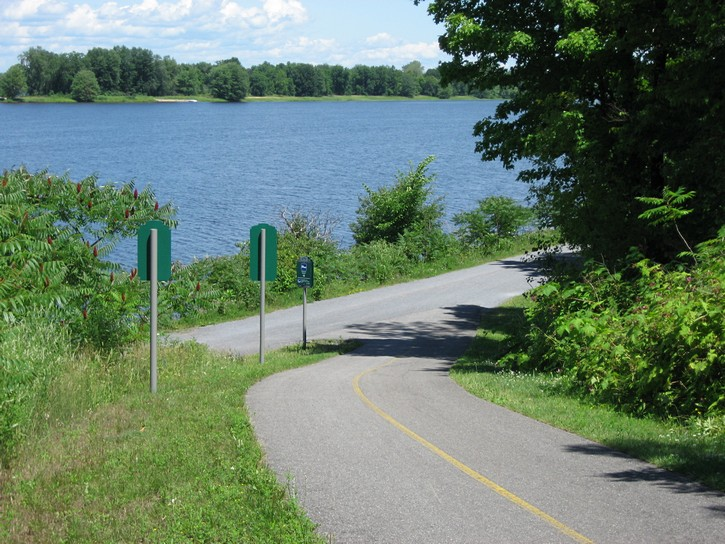 path to Ottawa River