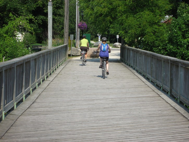 Georgian Trail crosses a bridge in Thornbury
