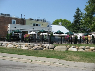 restaurant/pub patio in Thornbury.