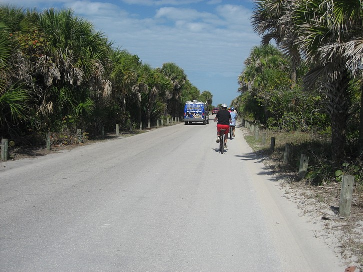 road from Caspersen Park beach