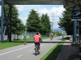 The bike path next to the ferry terminal in Levis.
