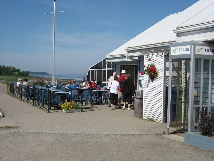marina bar at  Berthier-sur-mer.