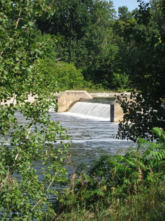Weir at the Black Rapids lockstation
