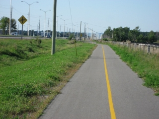 pathway next to Woodroffe Avenue