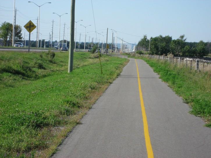 pathway next to Woodroffe Avenue