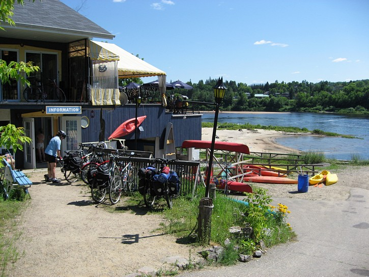Kayak Café in Labelle