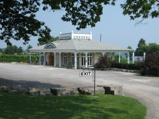 estate winery near Waupoos