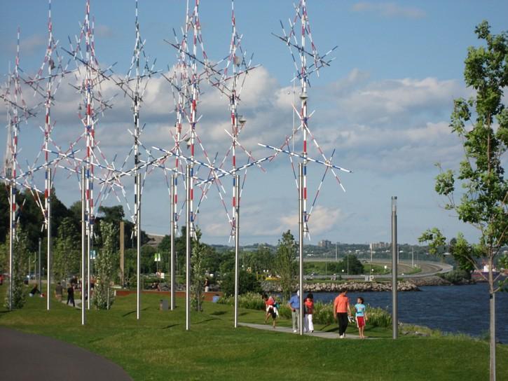 outdoor art next to Promenade Samuel-De Champlain