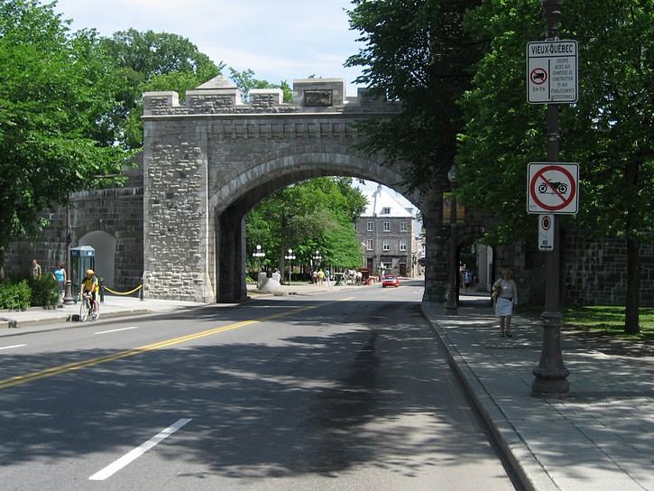 Porte St. Louis, Quebec
