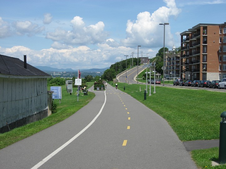 bike path on south side of the St-Lawrence Rive