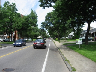 bike lane on Chemin St-Louis