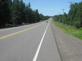 Oliver Road heading west towards Kakabeka Falls