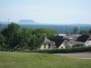 Thunder Bay homes with Lake Superior in the background